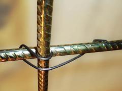 Вязка стальной арматуры