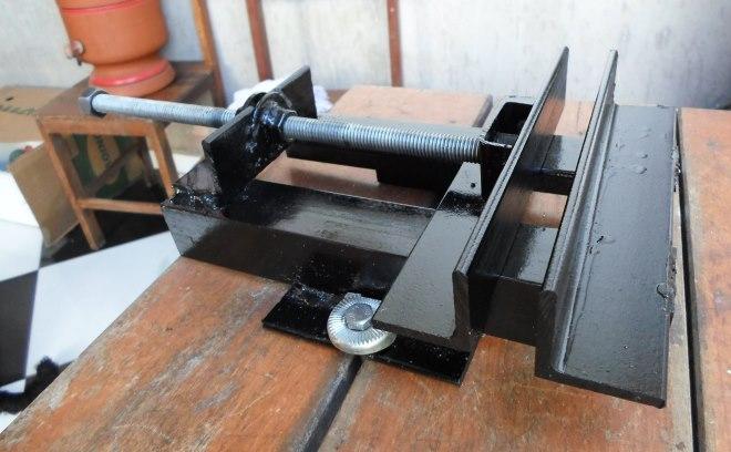 Тиски из швеллера сделанные своими руками